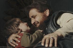 Kinder des Kalifats - Abu Osama kämpft in Syrien für das Kalifat – und ist ein liebender Vater. - © Filmladen