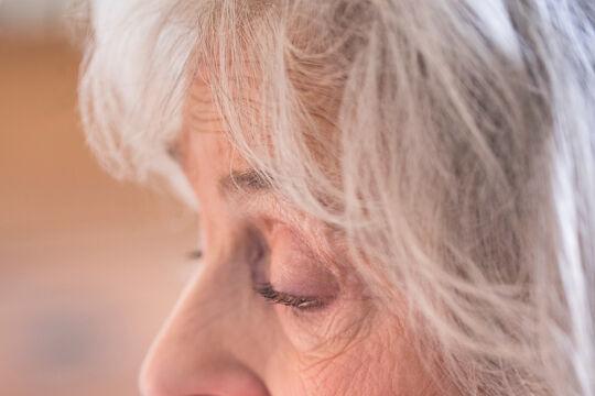 Demenzprognosen - Demenz-Prognosen: Aufgrund der steigenden Lebenserwartung wird sich die Zahl der Betroffenen bis 2050 mehr als verdoppeln. Die Alzheimer-Krankheit ist mit rund 70 Prozent die häufigste Demenzform. - ©  iStock / Daisy-Daisy