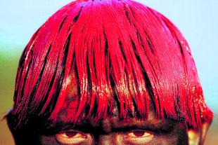 Amazonien-Synode - Neben ökologischen Fragen geht es dabei auch um die Eucharistiefähigkeit der Gemeinden am Amazonas – aber auch anderswo (Bild: Xingu-Indianer aus der Diözese von<br /> Bischof Kräutler). - © picturedesk.com / DPA / Joedson Alves (Xingu-Indianer aus der Diözese von Bischof Kräutler)
