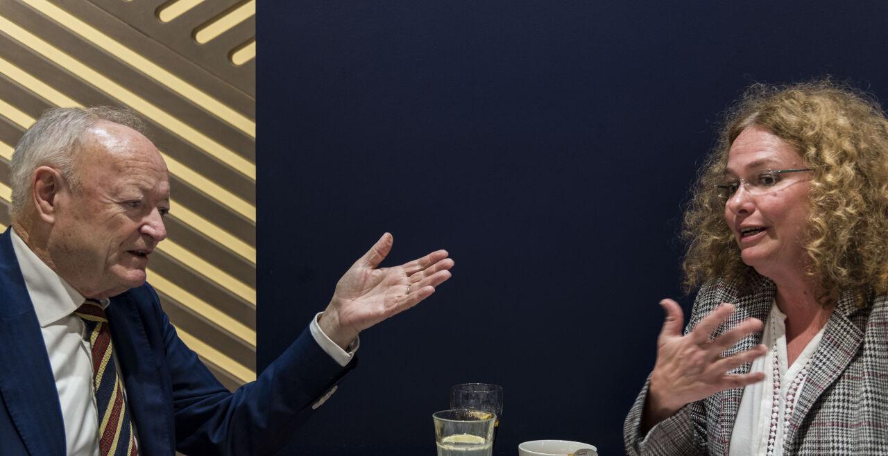 """Debatte Türkis-Grün 1 - <strong>Konterparts </strong><br /> Während Andreas Khol gar nicht so viele Unterschiede zwischen den Standpunkten der Parteien ausmachen will, sieht Monika Vana die Person Sebastian Kurz als den """"Casus knacksus"""" bei Verhandlungen. - © Tosca Santangelo"""