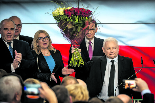Wahlsieg der PiS - © Foto: APA/ AFP / Wojtek Radwanski