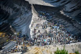 Ideale und Realpolitik - © Getty Images /  Sascha Schuermann (Protest gegen den Braunkohletagbau bei Garzweiler/D)