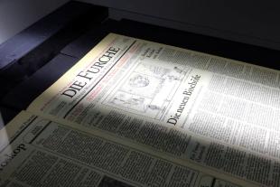 Scan Navigator Furche Archiv - <strong>Abgelichtet</strong><br /> Die gescannten Archivbände der FURCHE werden digital aufbereitet und Inhalte miteinander verknüpft. Mit dem FURCHE-Navigator kann künftig nachgeforscht werden, wie sich Diskurse verändert haben. - © Davina Brunnbauer