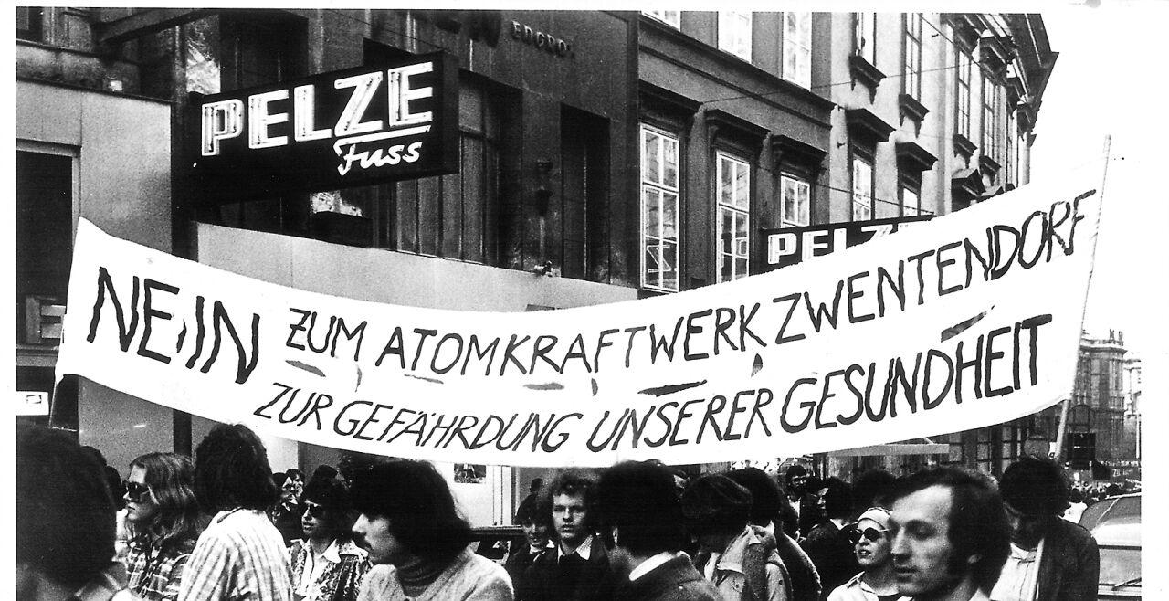 Demonstration gegen das AKW Zwentendorf - © Foto: picturedesk.com  / Klinsky Fritz / KURIER