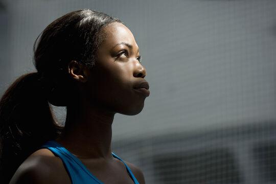 Selbstbewusste junge Frauen - © iStock / Robin Skjoldborg