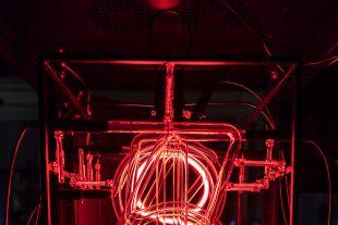 """""""This Much I'm Worth - Die Künstlerin Rachel Ara ermittelt durch Algorithmen laufend ihren eigenen Verkaufswert (""""Uncanny Values"""", MAK Wien). - © Rachel Ara"""