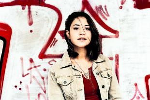 """Nur eine Frau - Almila Bagriacik spielt in """"Nur eine Frau"""" Aynur Sürücü, die 2005 mitten in Berlin einem """"Ehrenmord"""" anheimfiel. - © Filmladen"""