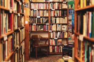 Buchhandlung - © Foto: iStock / georgeclerk