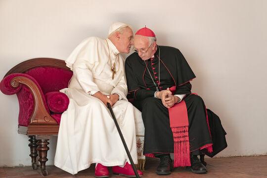 Unerhörtes im Vatikan - Anthony Hopkins als Benedikt XVI. und Jonathan Pryce als damaliger Erzbischof von Buenos Aires, Jorge Bergoglio. - © Foto: Netflix