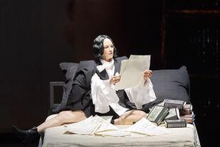 """Kate Lindsey in der Titelrolle von Olga Neuwirths """"Orlando""""  - © Foto: Wiener Staatsoper GmbH / Michael Pöhn"""
