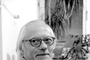 Arbeitet bewusst mit Berührungen: Körperpsychotherapeut Felix Hohenau - © Doris Helmberger