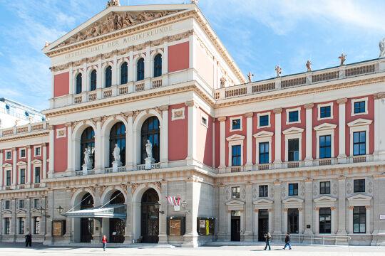 Landmarke der Tonkunst - Da andere Konzertsäle sich als zu klein erwiesen hatten, erhielt die Gesellschaft der Musikfreunde 1863 einen Baugrund, der Goldene Saal entstand. 2004 wurden die Neuen Säle eröffnet. - © Foto: iStock / Mirrorimage-NL