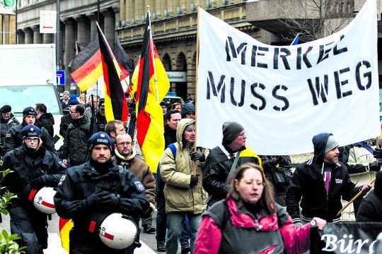 """""""Besorgte Bürger"""" - © Foto: picturedesk.com / Christoph Hardt / Action Press"""