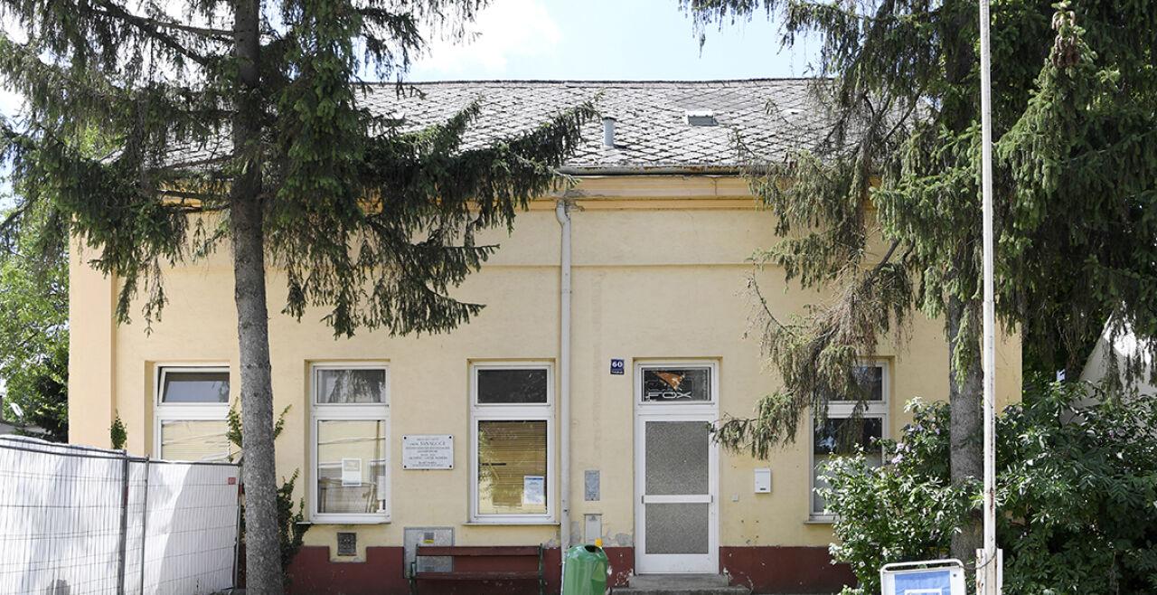 Gänserndorf - © APA / Techt. Erinnerung auslöschen? Beispiel Gänserndorf/NÖ: Die eheamlige Synagoge ist nicht mehr als solche erkennbar.