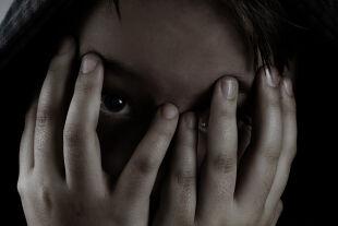 Missbrauch - © iStock / VikaValter