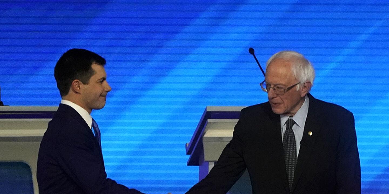 Buttigieg/Sanders - © Foto: APA / AFP / Timothy A. Clary