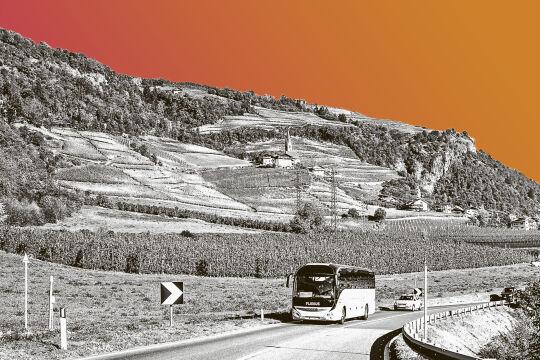 Mit dem Flixbus zum Tinder-Date - © Collage: Rainer Messerklinger (unter Verwendung eines Bildes von iStock/frantic00)