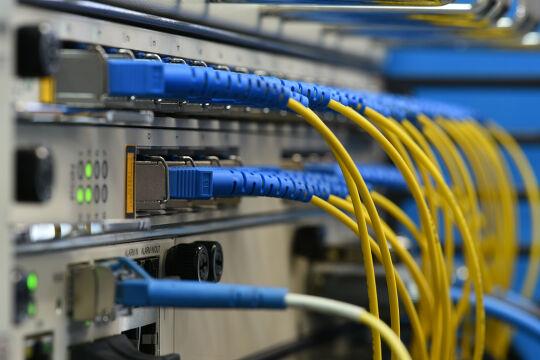 Bauen auf Big Data - Menschen werden vermeintlichem Maschinenwissen ausgesetzt: z. B. Straffällige, deren Rückfälligkeit oder Arbeitslose, deren Vermittelbarkeit mit Künstlicher Intelligenz (KI) berechnet wird. - © Foto: iStock/FactoryTh