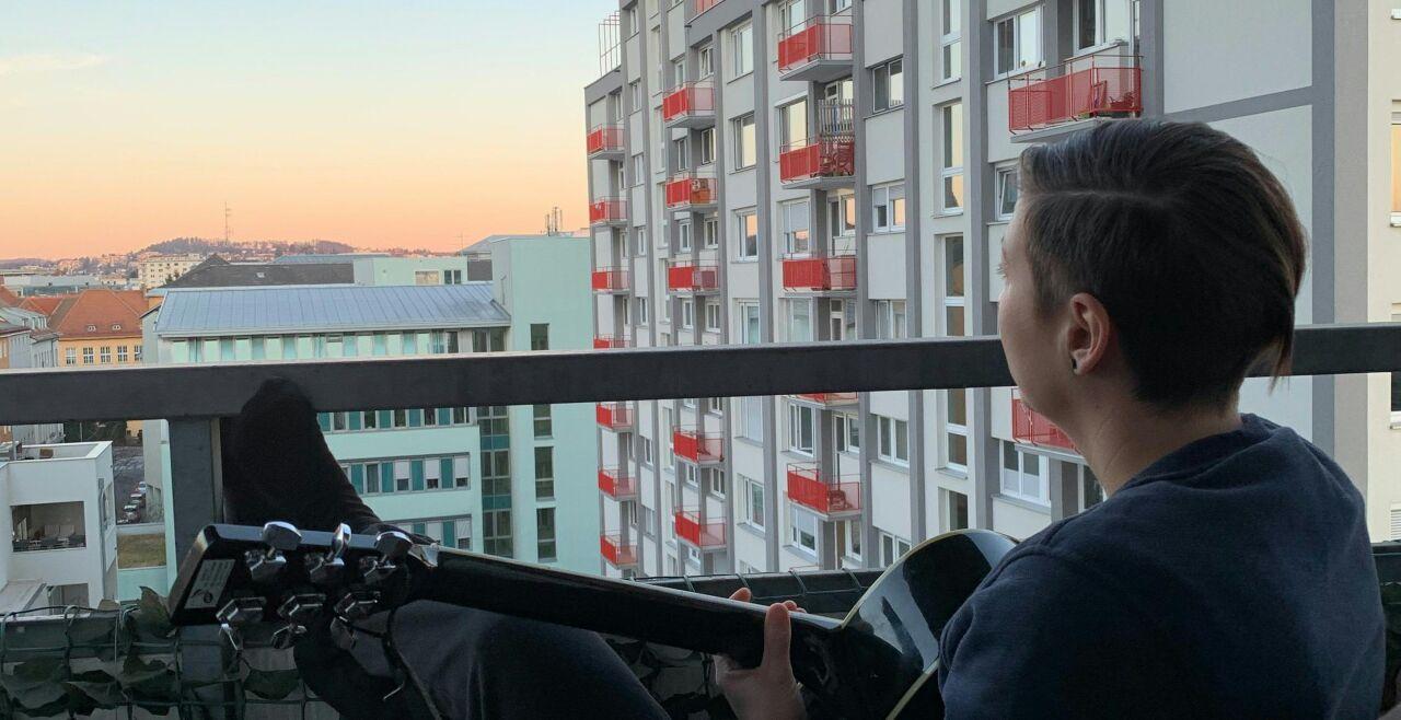 Balkonkonzert Corona Musik - © Foto: APA / Ingrid Kornberger