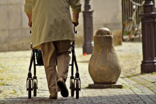 Pflege alte Menschen - © Foto: Pixabay
