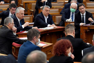 Orban im Parlament - © Foto: APA / AFP / POOL / Zoltan Mathe