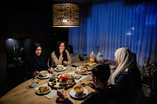 Ramadan in Krisenzeiten Iftar - © Foto: APA/ AFP / ANP / Robin Utrecht