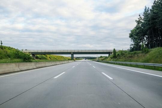 Leere  Autobahnen  - Der Corona-Lockdown hat auf die Erderwärmung praktisch keine Auswirkungen, betonen Wifo und das Grazer Wegener Center. - ©  iStock/lechatnoir