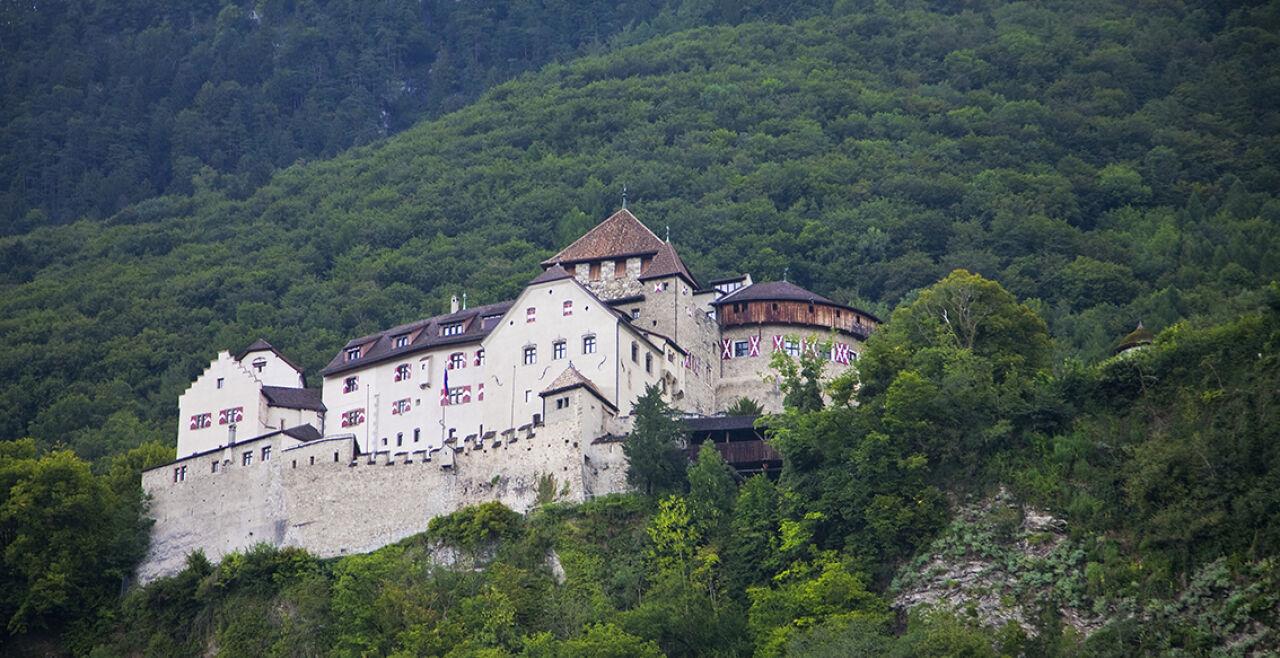 Schloss Vaduz - © Foto: iStock/dirkbaltrusch