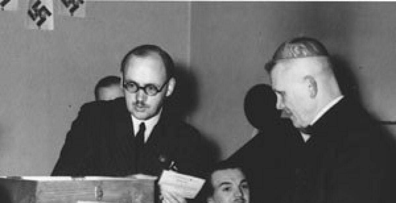 innitzer volksabstimmung - © Archiv  Kardinal Innitzer bei der Volksabstimmung am 10. April 1038