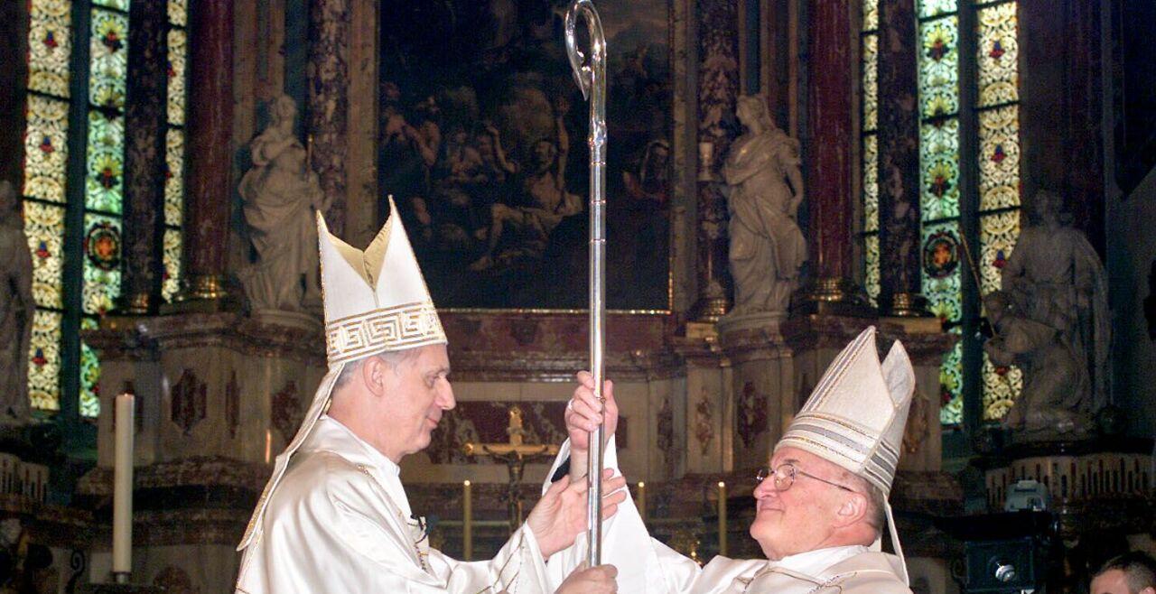 Weber und Kapellari - © Foto: APA. Johann Weber und Egon Kapellari am 22. April 2001 im Grazer Dom.