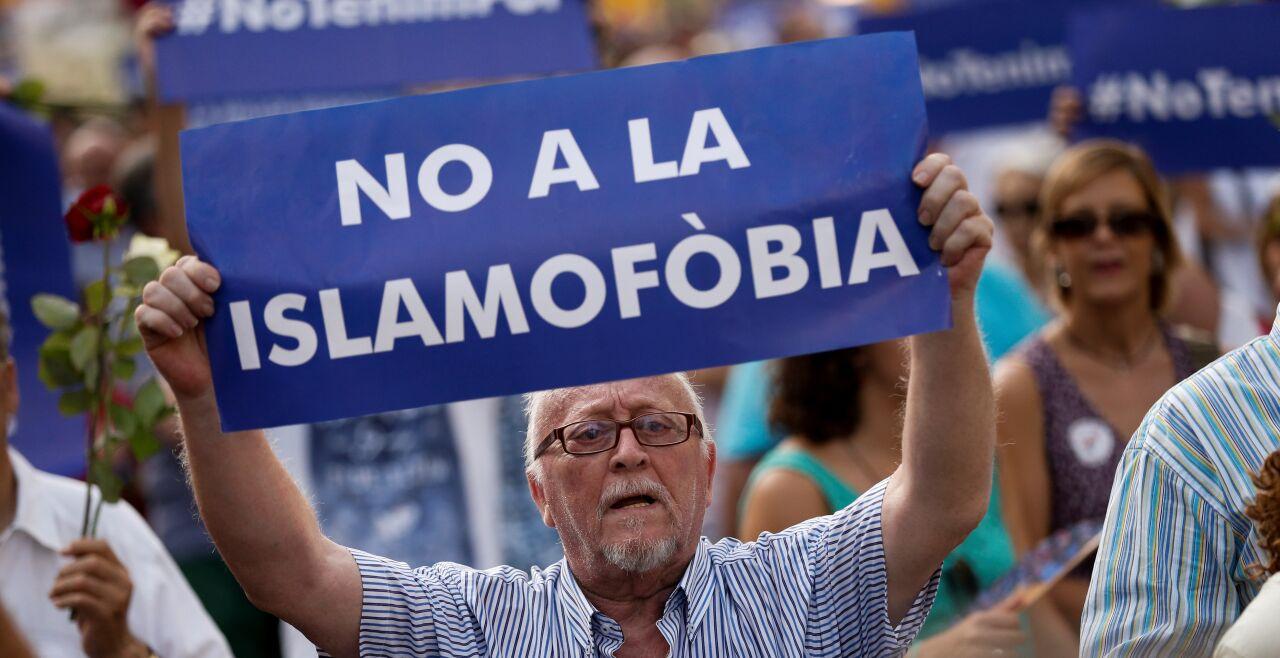 "Protest gegen Islamfeindlichkeit, Katalonien - Protest gegen Islamfeindlichkeit in Katalonien. Der ""Islamophobia Report 2017"" will das in europäischer Perspektive aufzeigen (www.islamophobiaeurope.com). - © AFP / Pau Barrena"