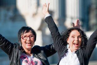 Happiness vermitteln - Die beiden Frauen sind Ministerinnen des Glücks für Österreich: Marie Fröhlich (links), Ruth Langer (rechts). - © 2018 Ministerium für Happiness