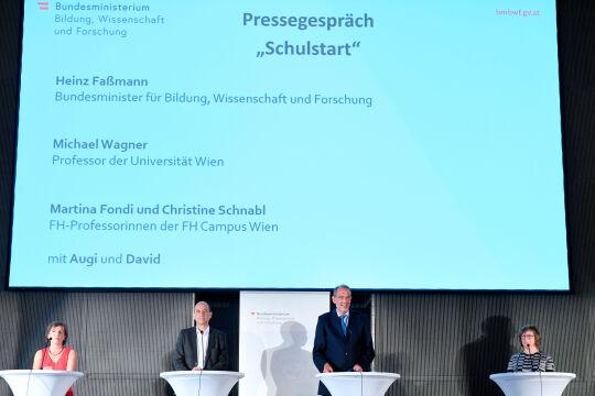 Faßmann schulstart - © APA/ROLAND SCHLAGER