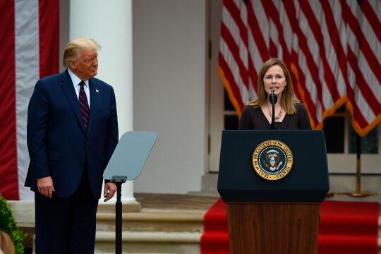 Trump und Amy Barrett  - © Foto: APA / Olivier Douliery