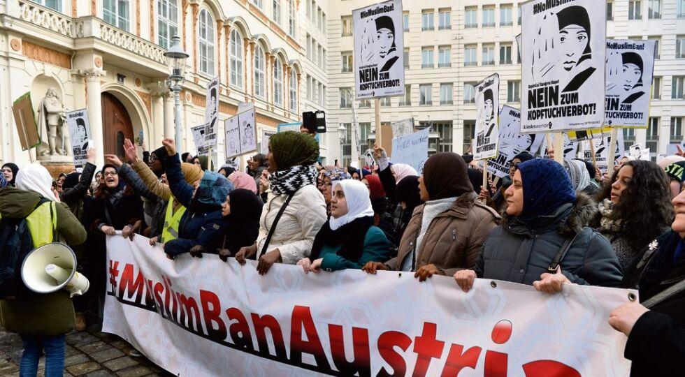 Muslime - Verschiedene  muslimische  organisationen protestieren  gegen das staatliche Verhüllungsverbot 2017.  - © Foto: APA / Pfarrhofer