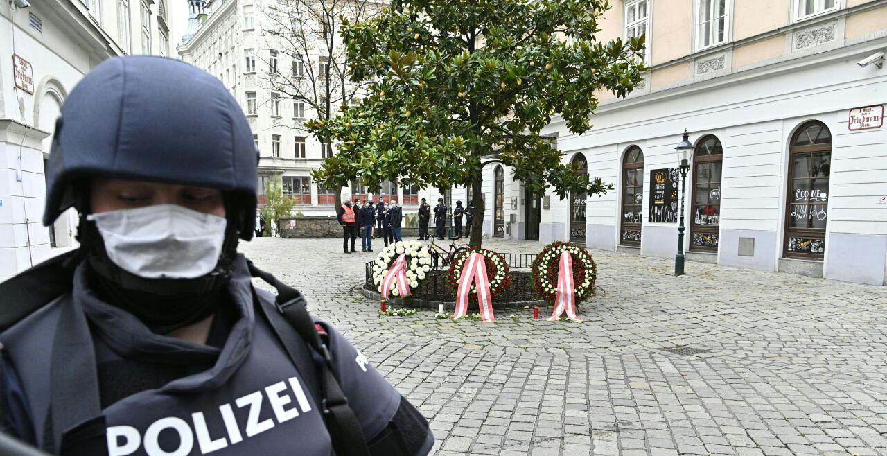 Terroranschlag in Wien Kranzniederlegung - © Foto: APA / Hans Punz
