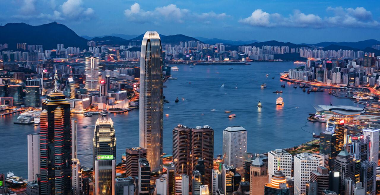 Hongkong Hafen - © Foto: iStock/ chunyip wong (Bildbearbeitung: Rainer Messerklinger)