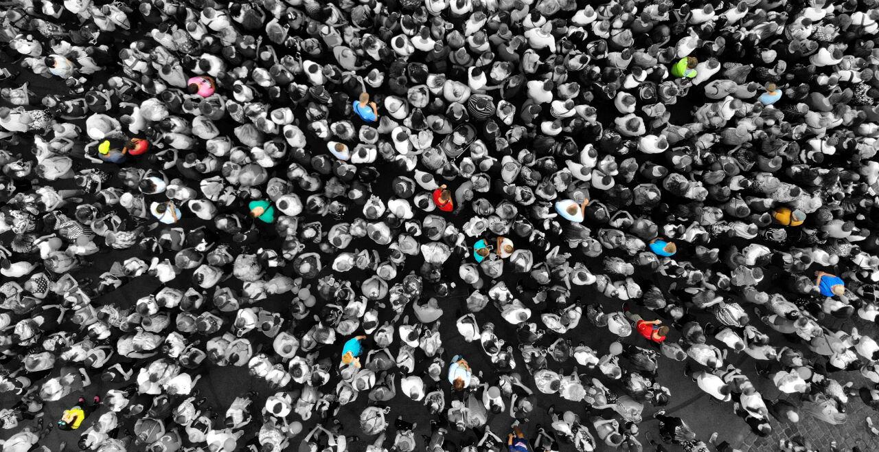 Überwachen? Wen, wie, wo? - Die Forderung nach einem Generalschlüssel für Sicherheitsbehörden, umin Whatsapp & Co. mitlesen zu können, stößt auf großen Widerstand bei Datenschützern und im Europaparlament. - © iStock / Dmytro Varavin
