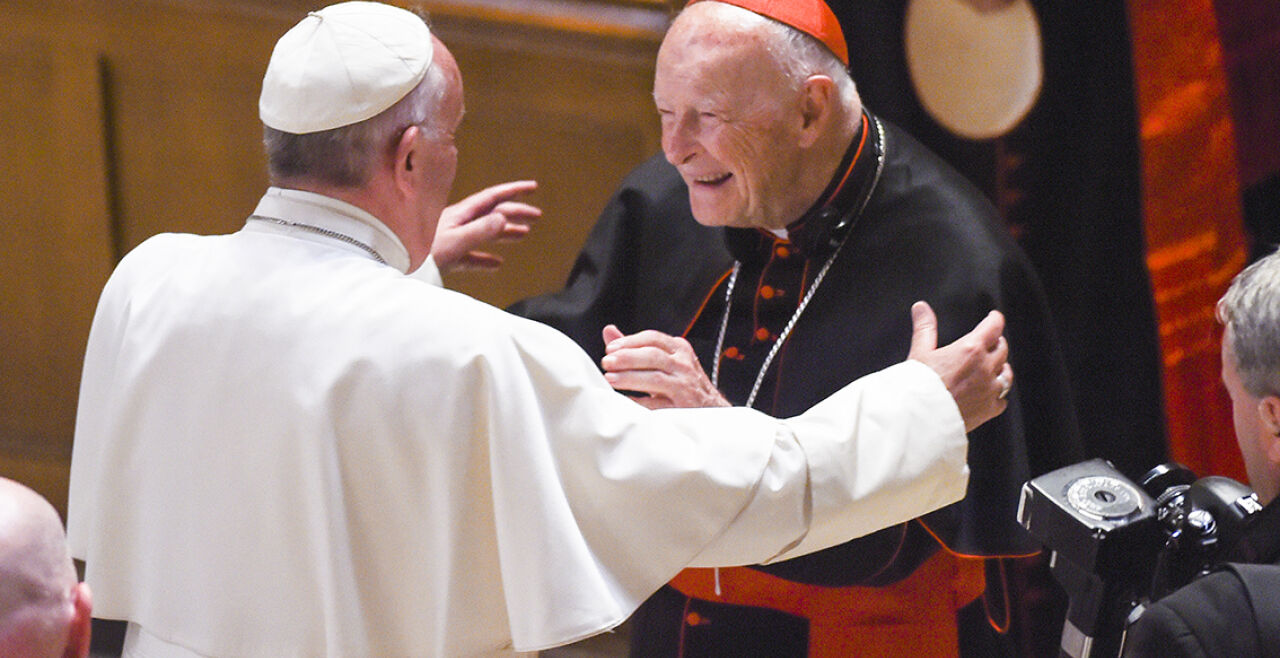pope mccarrick - © APA / AFP Photo / Pool / Jonathan Newton - PApst Franziskus trifft Kardinal Theordore McCarrick 2015 in Washington