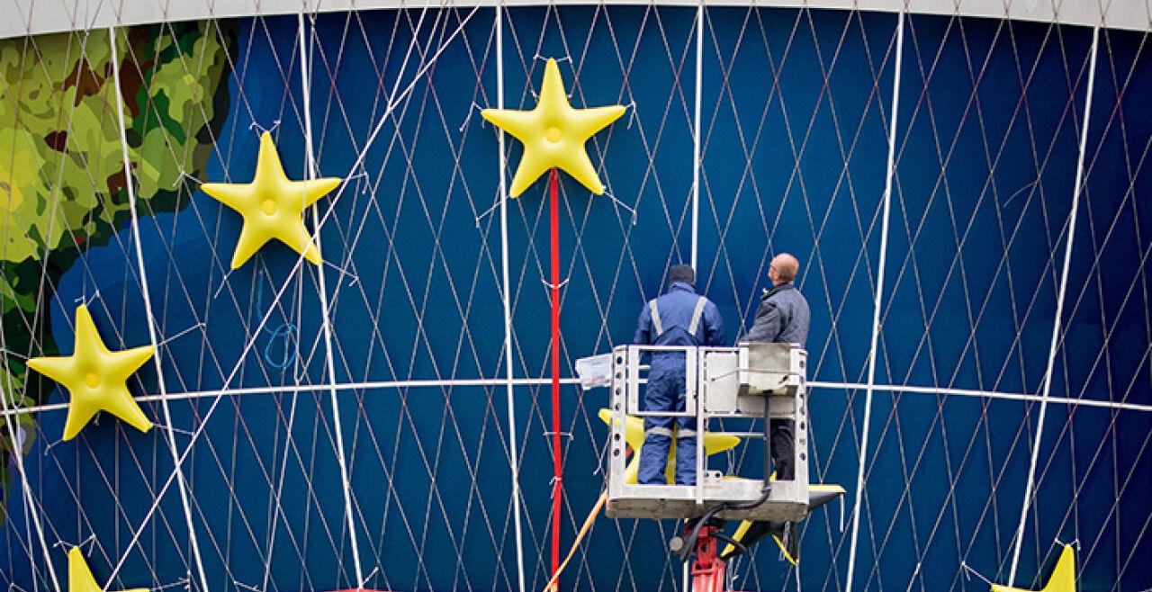 Sanierungsfall Europa - <strong>Sanierungsfall Europa</strong><br /> Nationalistische Tendenzen in etlichen EU-Ländern gefährden das Projekt der europäischen Einigung. Das Video aus der Villa auf der spanischen Ferieninsel wird daran nichts ändern. - © Foto: APA / dpa / Kay Nietfeld