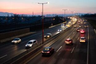 Autos im Fluss - © Foto: APA / Georg Hochmuth