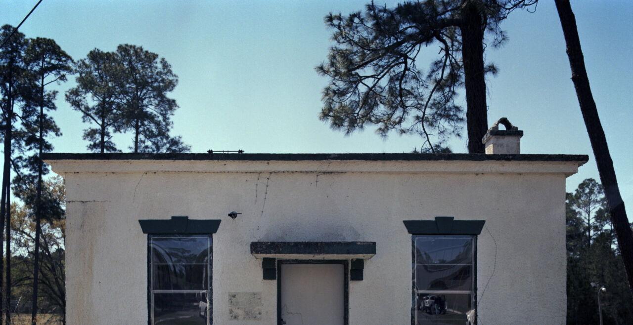 Haus - White House: Ehemalige Schüler der Arthur G. Dozier School for Boys in Marianna, Florida, erzählen, dass sie und viele andere im kleinen weißen Gebäude am Campus, genannt White House, brutal geschlagen und missbraucht worden sind. - © Foto: picturedesk.com / Edmund D. Fountain / Zuma