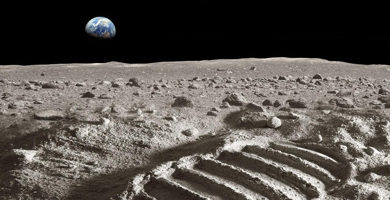 """Historischer Meilenstein - Zum 50. Jahrestag der Mondlandung wird weltweit an diesen historischen Meilenstein erinnert. In New York etwa werden die originalen Videoaufnahmen der NASA sowie Erinnerungsstücke aus der US-Raumfahrtgeschichte versteigert. Das Original-Handbuch der Landefähre """"Eagle"""" wird auf bis zu neun Millionen Dollar geschätzt. - © iStock / narvikk"""