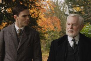 """Tolkien - Nicholas Hoult und Derek Jacobi in Dome Karukoskis Biopic """"Tolkien"""" - © Centfox"""