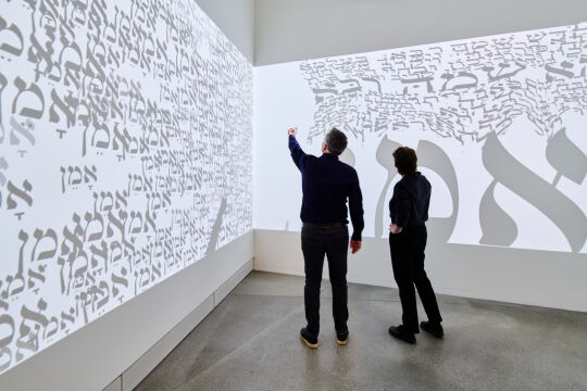 "jmb - © Jüdisches Museum Berlin/Yves Sucksdorff - Installation ""Visual Prayer"" von Hagit Hollander-Shimoni, 2009"