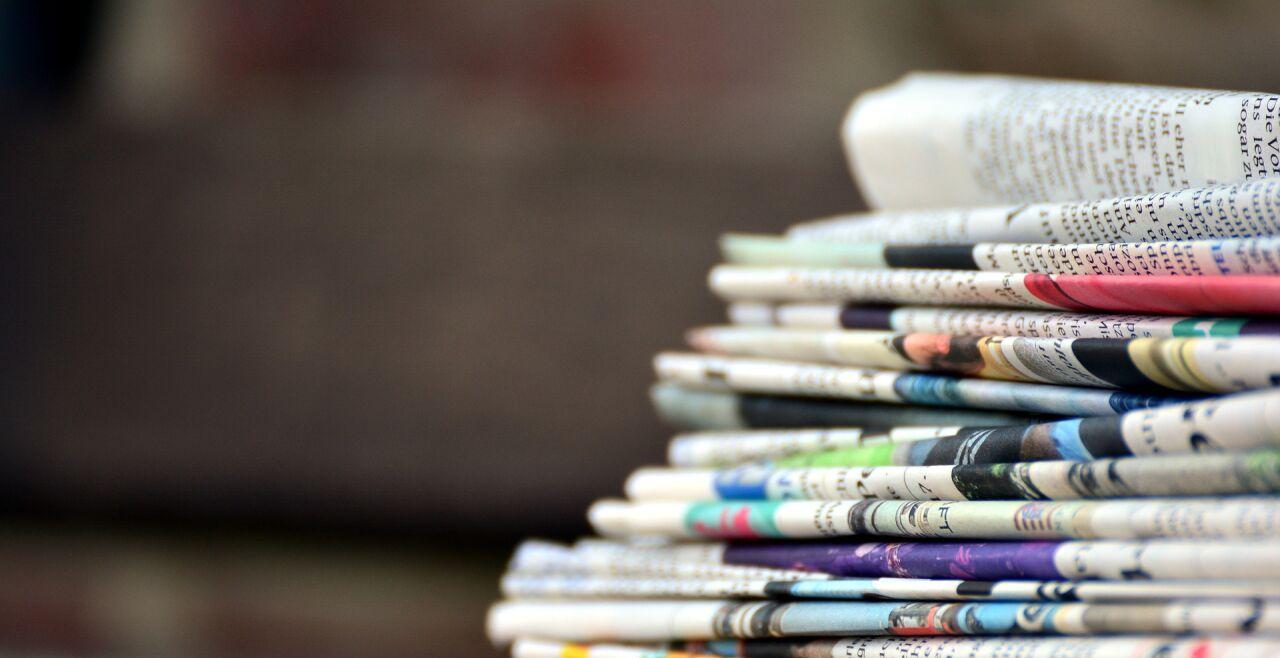 Zeitungsstapel - © Foto: Pixabay / congerdesign