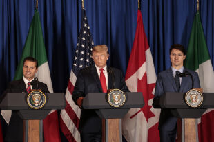 Pe˜na Nieto, Trump und Trudeau  - © Foto: Getty Images / Sarah Pabst /Bloomberg