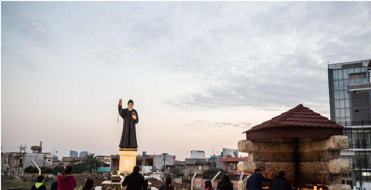 Peschmerga 1 - Der freie Glaube<br /> Ankawa bei Erbil wird eine Stadt,in der Christen willkommen sind. Hier in der Nähe der Mar-Elia-Kirche. - © Giacomo Sini
