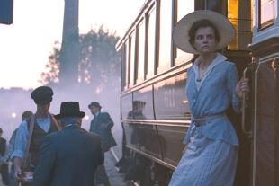 Napszállta – Sunset - <strong>Budapest, anno 1913</strong><br /> Wo sich Írisz Leiter (Juli Jakab) herumtreibt, dort werden düstere Vorgänge geradezu angezogen … - © Thimfilm