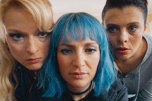 Kaviar - Daria Nosik, Sabrina Reiter und Margarita Breitkreiz verkörpern ein kreatives Trio. - © Thimfilm